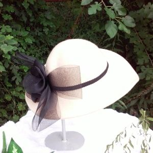 Vintage off white hat with bow ribbon